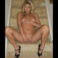 Tabbylee: nude in high heels sitting on stairs