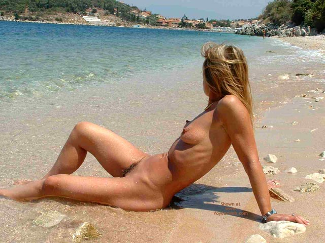 Pic #4 - Siren Goes To The Beach 2 Public Nude