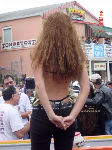 Pic #4 - Very Pretty Woman Showing Her Pull Me Thong