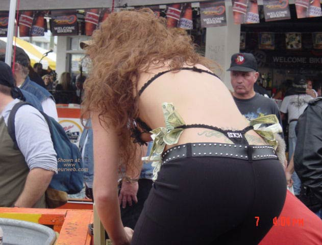 Pic #9 - Very Pretty Woman Showing Her Pull Me Thong