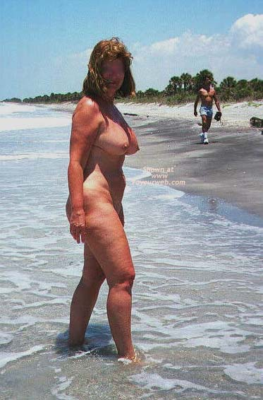 Pic #7 - Lana Nude on The Beach Again