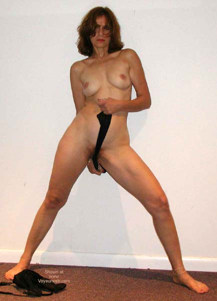 Pic #3 - Laila Naked Posing