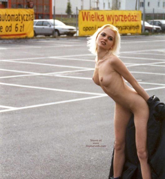 Pic #7 - Naked Girl On The Warsaw Streets