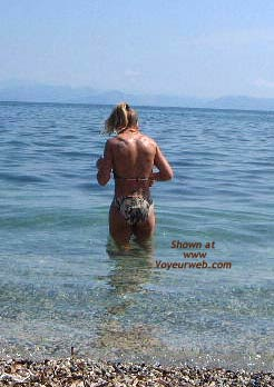 Pic #1 - Early Thirties Wife at The Beach