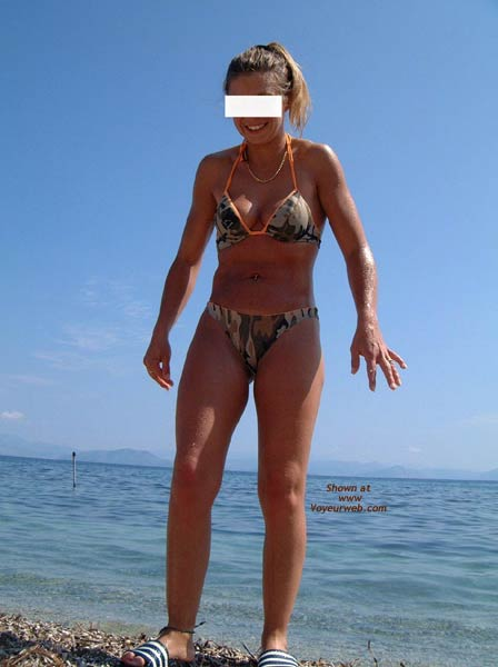 Pic #4 - Early Thirties Wife at The Beach
