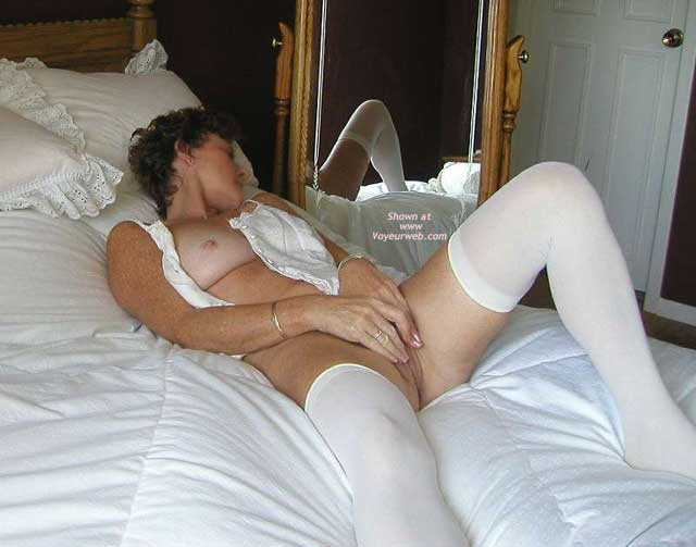 Pic #2 - *BE Jennifer Spreads Out in Bed
