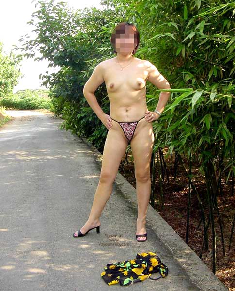 Pic #6 - Taiwan's Wife Love to Show Her Body
