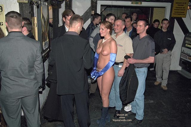 Pic #4 - Verona, Shaved Beauty in a Public Bar