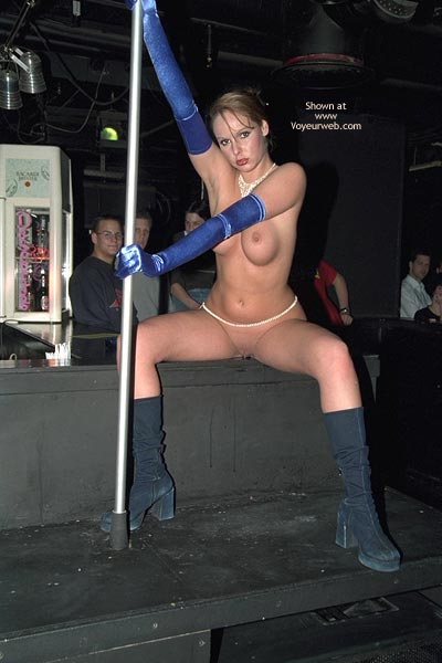 Pic #5 - Verona, Shaved Beauty in a Public Bar