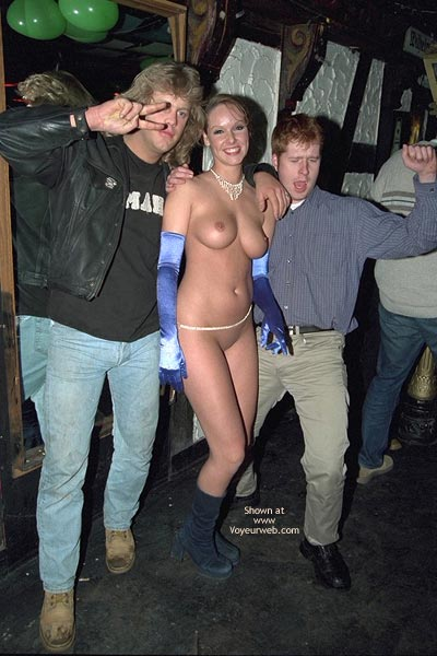 Pic #7 - Verona, Shaved Beauty in a Public Bar