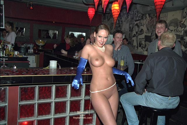 Pic #8 - Verona, Shaved Beauty in a Public Bar