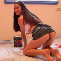 PANTYLESS PAINTER - Long Hair, Long Legs