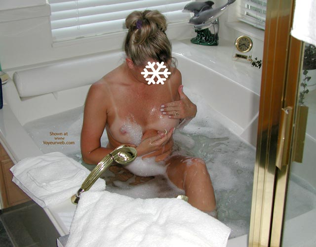 Pic #5 - Snowflake in The Tub