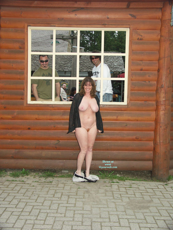 Pic #9 Lisajane Having Fun In Public