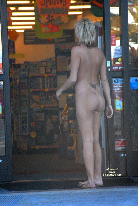 Pic #4 Katrina Visits A Store