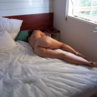 Naked Wife On Bed - Milf, Round Ass, Naked Girl, Nude Amateur, Nude Wife, Sexy Ass