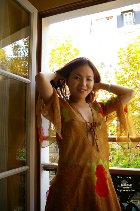 Pic #1 - Chinese Ash , Cute 25 Years Old Adventurous Chinese Girl Who Came A Long Way To Europe To Have Her Picture Taken.