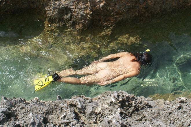 Amateur Photo: Nude Snorkelling: hof.voyeurweb.com/i/201007/0000048B_Nude_Snorkelling.html
