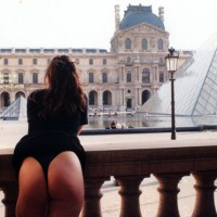 Butt Flash At The Louvre