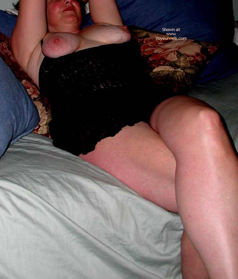 Pic #3 - Wife Showing Lots Of Leg