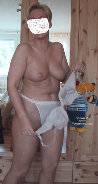 Pic #3 - Jim´s Wife Shows Proudly Her Breasts!