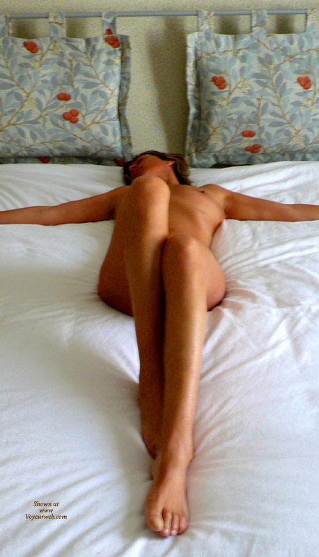 Pic #1 - Stretched Out On Bed In Cross Pose With Legs Bent - Long Legs, Spread Legs, Naked Girl, Nude Amateur, Sexy Legs , Bedroom Cross Position, Resting Naked On Bed, Nude Girl On Bed, Arms Spread Away, Legs Firmly Closed, Cute Bare Feet And Toes, Classic On Bed, Looking Away From Camera, Beauty And The Bed, Lying On A Bed, Long Slim Legs