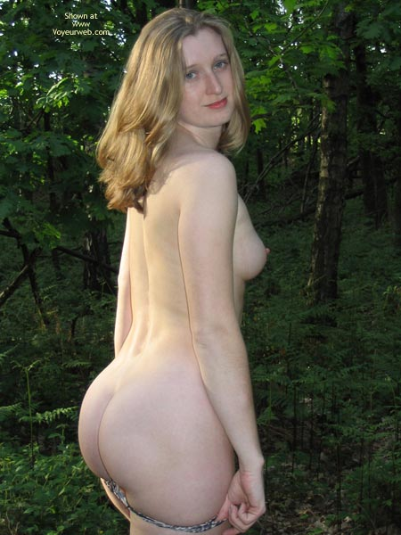 Pic #7 - Sexy Amber Outdoors