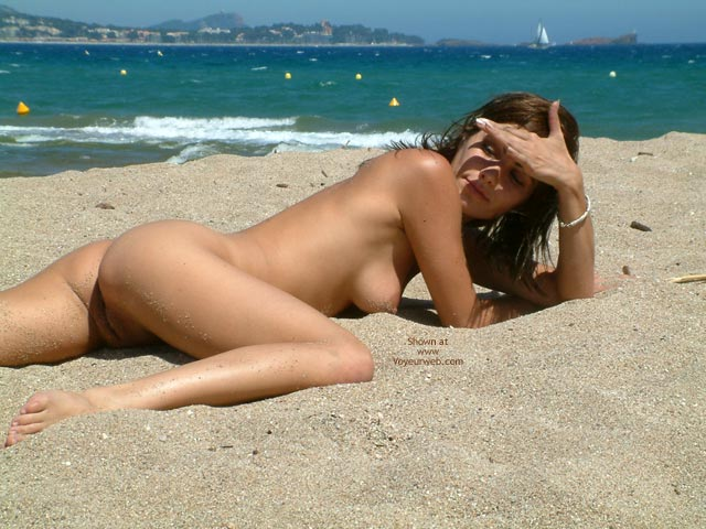 Pic #7 - French Babe, Very Nude Beach Day