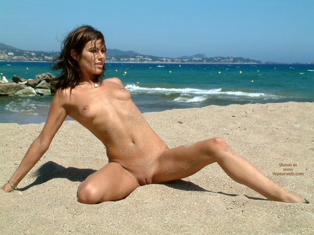Pic #8 - French Babe, Very Nude Beach Day