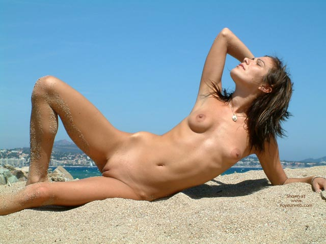 Pic #10 - French Babe, Very Nude Beach Day