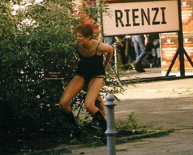 Pic #3 - Girl Pee Berlin 1998