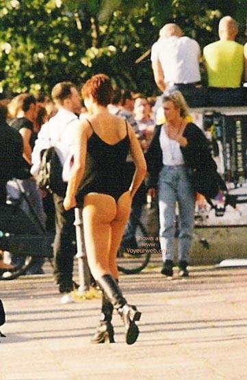 Pic #5 - Girl Pee Berlin 1998