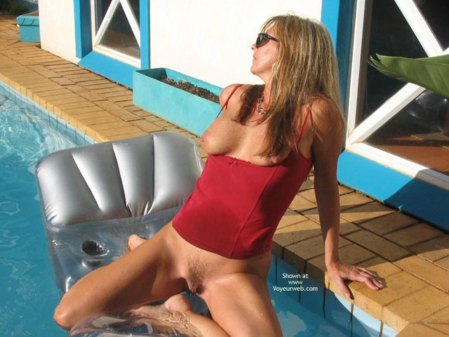 Naked Amateur Wife Swimming Pool