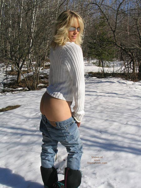Pic #2 - Nikkie Trys To Love The Snow
