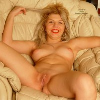 Hottie Spreaded In My Armchair