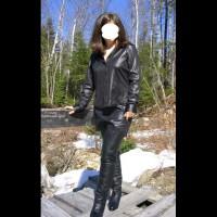 Alicia In Black2