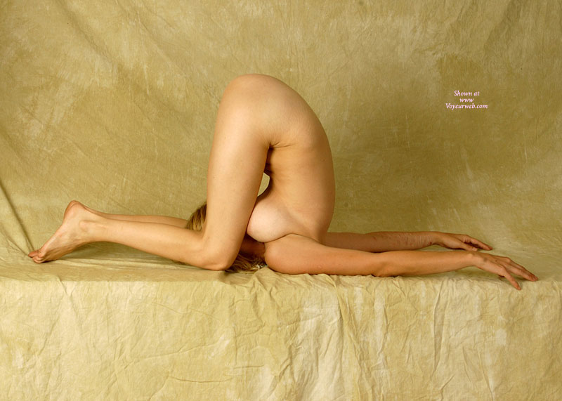Pic #1 - Nude Contortionist - Blonde Hair, Naked Girl, Nude Amateur , Bendy Girl, Gymnastic Pose, Naked Contortionist, Nude Gymnast, Sexy Contortionist, Nude Yoga, Flexible, Sexy Flexy, Looking At Her Own Pussy