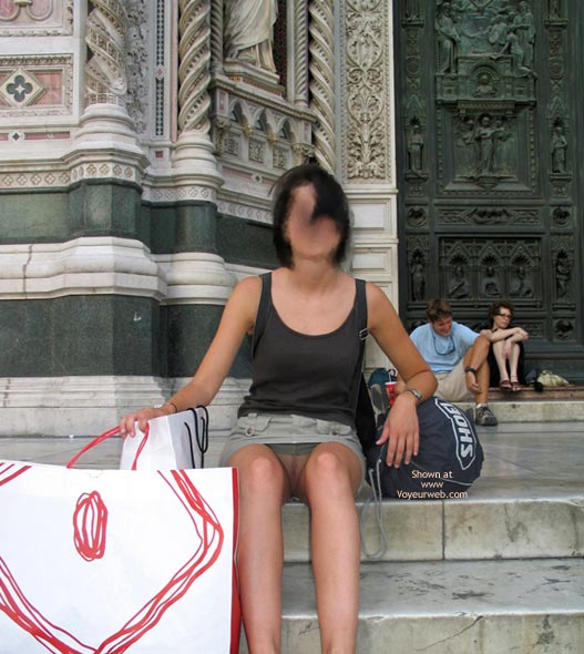 Pic #5 - Kirstine Flashing In Italy