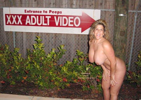 Pic #7 - Victoria Likes the Peeps
