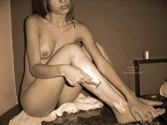 Pic #5 - *Sh Hot And Sweet! Shaving Now The Legs!
