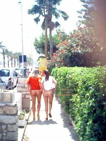 2 girls flashing amp playing in public 3