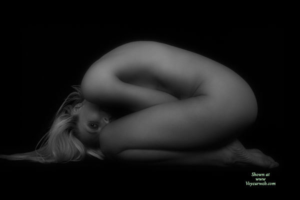 Pic #1 - Nude Girl FETAL POSITION - Blonde Hair, Long Hair, Naked Girl, Nude Amateur , Artsy Posed Blonde, Foetal Pose, Artistic On Black, The Perfect Arc, Toned Fit Body, Black And White Nude On Velvet, Snug Female Body Black And White, On Bended Knees