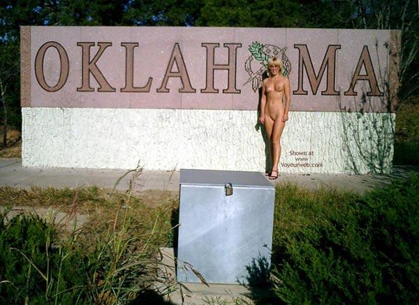 Pic #1 - Leigh Invades Oklahoma