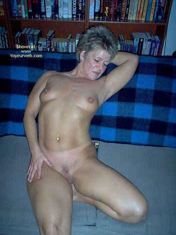 Pic #4 - Angelique Naked On The Couch