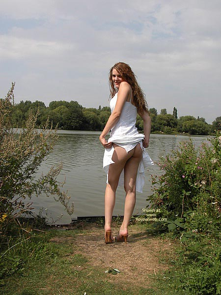 Pic #4 - Fannyflasher  Flashing On A Bench