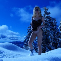 Sexy Snow Bunny - Blonde Hair, Shaved Pussy, Sunglasses