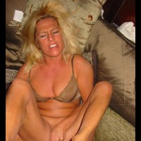 """Betsyxxx - Betsy Gets An """"O"""""""